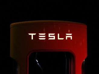"""SpaceX最强火箭升空,特斯拉市值逼千亿,马斯克有望拿""""工资""""了"""